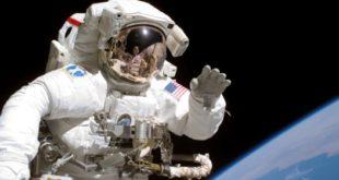 La passeggiata di Parmitano nello spazio